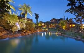 Jardim com Cachoeira