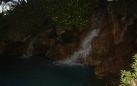 Cachoeira ao Anoitecer
