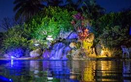 Piscina com cachoeira